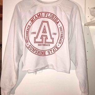 Magtröja sweatshirt i storlek L (passar oxå M) 99kr inkl frakten
