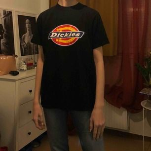 dickies tröja köpt från asos, fint skick, passar S/M