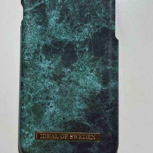 Säljer ett iPhone skal (passar till 6,7,8) från ideal of Sweden  Nypris:299kr  Tar swish! Fraktar EJ!