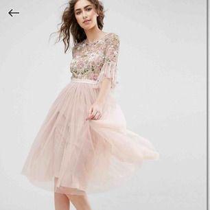 Min tjusiga balklänning, endast använt den en gång! Original pris: 2502:- (säljes billigare eftersom en liten knapp där bak har gått av men ingenting som inte kan fixas)