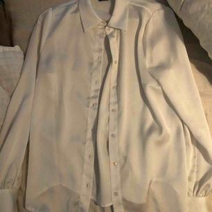 jättefin silkes blus ifrån Gina tricot❣️ används tyvärr inte längre.