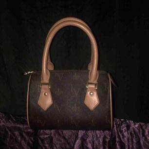 Lourel & Vossa väska, (louis Vuitton inspirerad) Priset är inklusive frakt:)