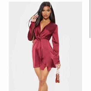 Super snygg klänning från PLT, aldrig använd. Köparen står för frakten❤️❤️