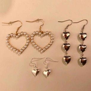 3 olika par örhängen med hjärtan. Det guldiga med pärlor kostar 80kr+frakt, de små silvriga kostar 40kr+frakt och de med flera hjärtan kostar 60kr+frakt. Nickelfria och oanvända!