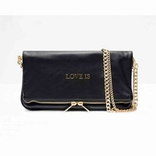 Säljer nu mig väska ifrån Zadig Voltaire!  Den är helt i nyskick, endast använd 1-2 gånger tidigare.  Säljer pga har så många väskor! 😅