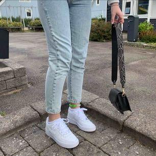 Ljusblåa söta jeans från Gina. Dem har tyvärr blivit förstora för mig, dem passar 38-40 och är inte använda mycket