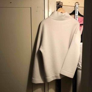 Jättemysig tröja från weekend! Säljer den jag inte använder den längre :)