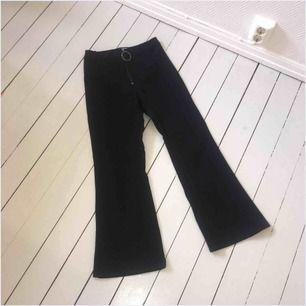 Suuuupersnygga stretchiga byxor från weekend, tights upptill och lösa nertill, säljer dem pga att jag inte använder dem mer! Nypris:399:-