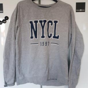 Sweatshirt från Gina Tricot, storlek L men passar även M 🌸