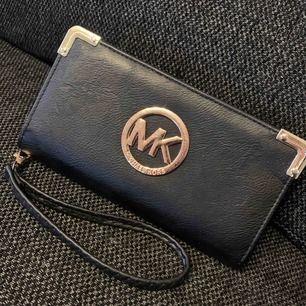MK plånbok/väska  100:- plus frakt 🦋