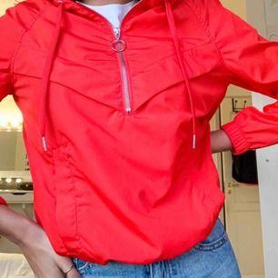 Träning/vind jacka röd från H&M (Org pris 300kr) Använd 1gång