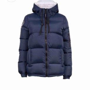 Blå dbrand jacka, knappt använd o fint skick