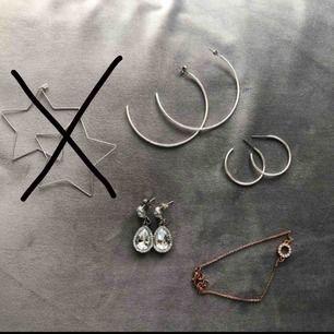Blandade märken, hängande örhängen 35kr + ett armband i rosé (50kr) + porto. Använda 1-2 ggr 😀 😀 ALLA UTOM STJÄRNORNA ÄR KVAR