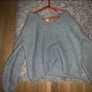Väldigt snygg stickad tröja, storlek 34! Använd väldigt få tal gånger så väldigt fint skick