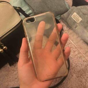 Säljer ett mobilskal till iPhone 7. Använt men fint, möts upp i Sthlm eller fraktar!