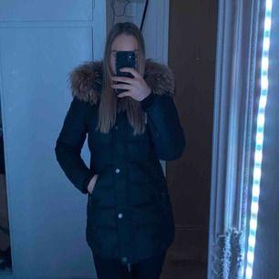 Säljer min rock and blue jacka för 1800 kr den är i fint skick. Storlek S. Kan frakta den med spårbar frakt för 90 kr annars kan jag mötas upp i Lund och Malmö