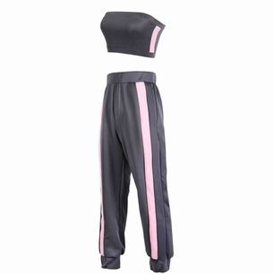 Superfint och oanvänt set i rosa och grått från Lazed Store, originalpriset är $80. Storlek M men är definitivt mer som en S. Frakt ingår i priset✨