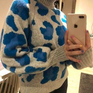 Jordens skönaste tröja!! Tjock, polokrage med större ärmar och dessutom jättesnygg!! Från HM 😋