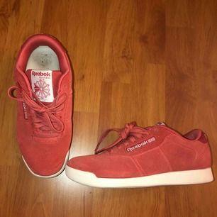 Reebok skor knappt använda, sköna fina skor (köparen står för frakten)