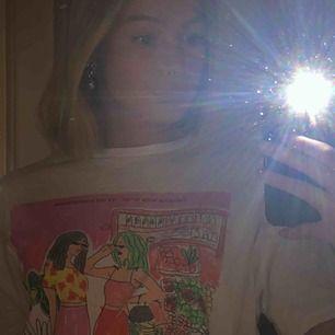 Supernajs t-shirt från Zara⚡️⚡️ kan mötas upp i Linköping eller frakta (köparen står för frakten)