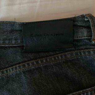 Säljer mina skitsnygga ck jeans! Köpa i usa för några år sedan så de är lite använda men jättefint skick!