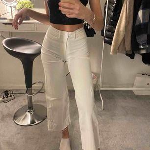 Fina byxor ifrån h&m❣️ Köpta i somras och endast använda 3 gånger.  Frakt tillkommer!