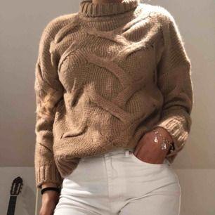 Brun/beige/rosa ish stickad tröja ifrån bohoo. Helt by aldrig använd.
