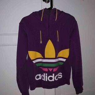 väl använd hoodie från adidas