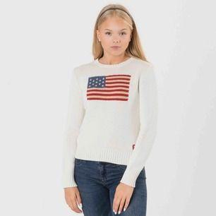 Ralph Lauren tröja i storlek XL för barn, vilket motsvarar XS för dam! Modellen är 167cm och har denna storleken!