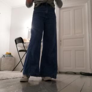 Populära jeans från weekday, kan byta mot ett par i samma stil typ i Ace. Då jag inte gillade hur dessa satt. Pris kan annars diskuteras🥰