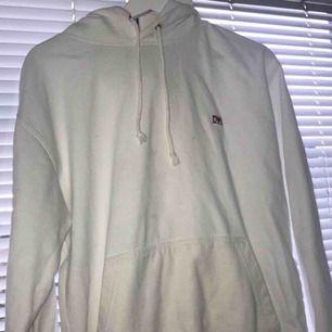 Fin hov1 hoodie som är i bra skick, använt bara ett fåtal gånger! Säljer pga av att jag tröttnat på hov1! Pris kan diksuteras