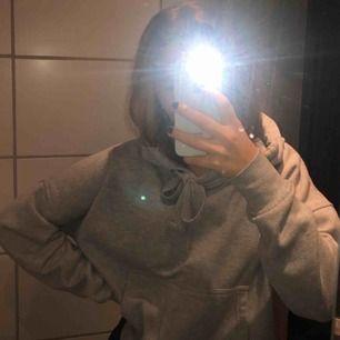 Fin hoodie, mer eller mindre oanvänd