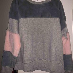 En super fin mys tröja från hunkemöller, tänk på att den är ganska liten i storleken! Frakten ingår inte i priset