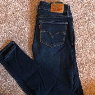 Äkta Levis jeans nr 711. Oanvända strl 24