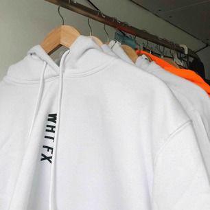 Snygg white fox hoodie. (Den är lite nopprig). Originalpris A$79.95 + tull på 700kr :)..  Köpare står för frakt! Ca 72 kr!☺️🥰