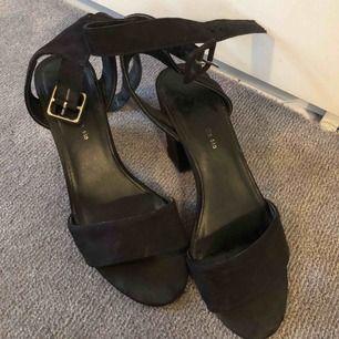 Använda fåtal gånger! Köpta på Din sko.