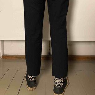 Kostymbyxor från zara En liten fläck på knät annars i väldigt fint skick