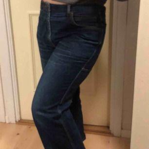 Vintage utsvängda jeans!🖤 Använda men inga tecken på slitage!