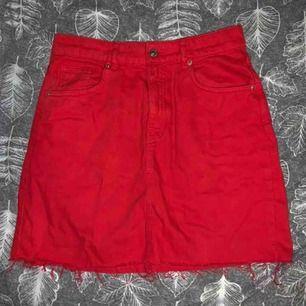 Röd jeans kjol Lite använd  Bra skick