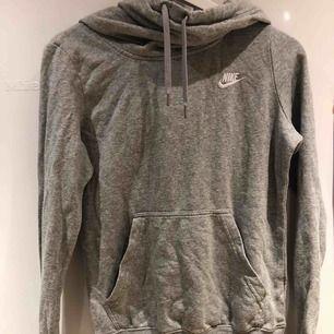Hoodie från Nike Xs men passar även s (34-38) frakt= 50 kr