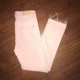 Ljusrosa jeans från zara, medelmidja, storlek 38!
