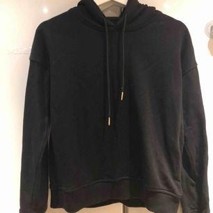 Svart hoodie från Urban classics Kostat 299 i nypris  Nu säljer jag den för 70 kr + 50 kr frakt