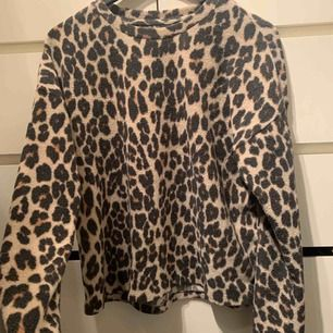 Oversized Leopard tröja storlek L