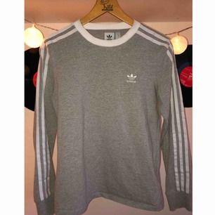 Långärmad tröja från Adidas. Ordinarie pris: 399kr. Säljer för 250kr men pris kan diskuteras.