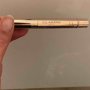 clarins highlighter medium beige 02 använd ett fåtal ggr 😊