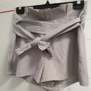 Gråa shorts, storlek S,  nytt skick