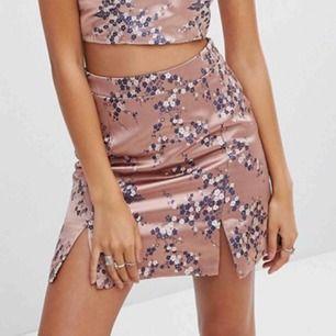 Superfin kjol från märket Glamorous Möts upp i Göteborg eller skickar mot att köparen betalar frakt :)