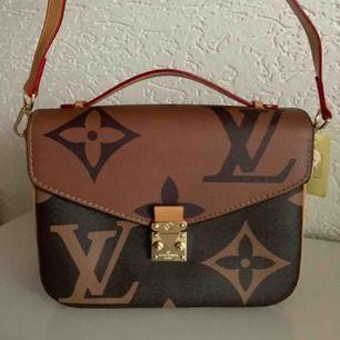 Ny snygg väska  Louis Vuitton metis översize inspirerad.   En kanon bra kopia Hand axel väska  Hämtas kan frakta spårbar