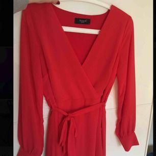 Röd klänning från Nelly. Endast använd en gång.