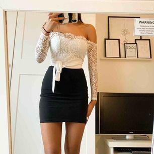 Jumpsuit från denise maglic, (kjolen på första bilden ingår inte men är ett förslag på hur du kan ha på dig) Priset kan diskuteras💗